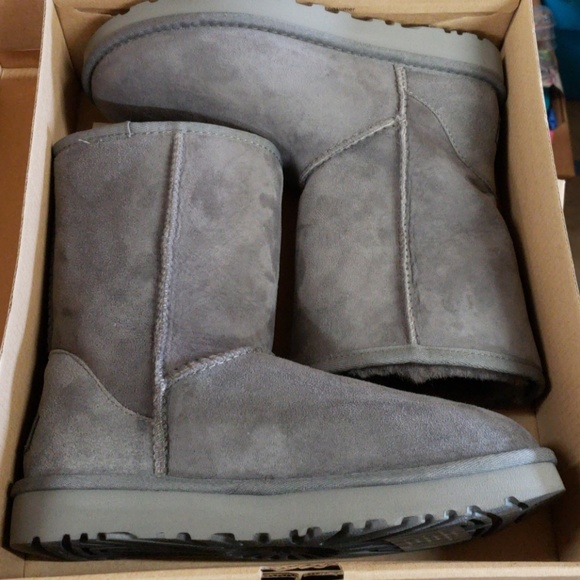 88634fa8478 UGG Women's Classic Short II Winter Boot Grey NEW Boutique